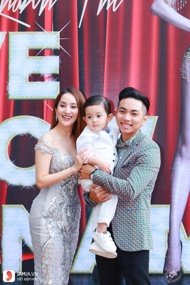 Gia đình Khánh Thi