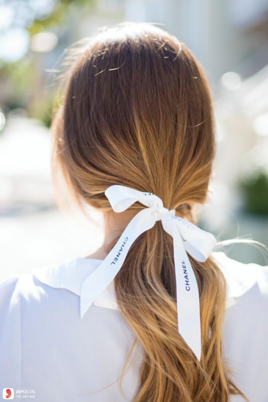 Kiểu tóc đuôi ngựa buộc hờ