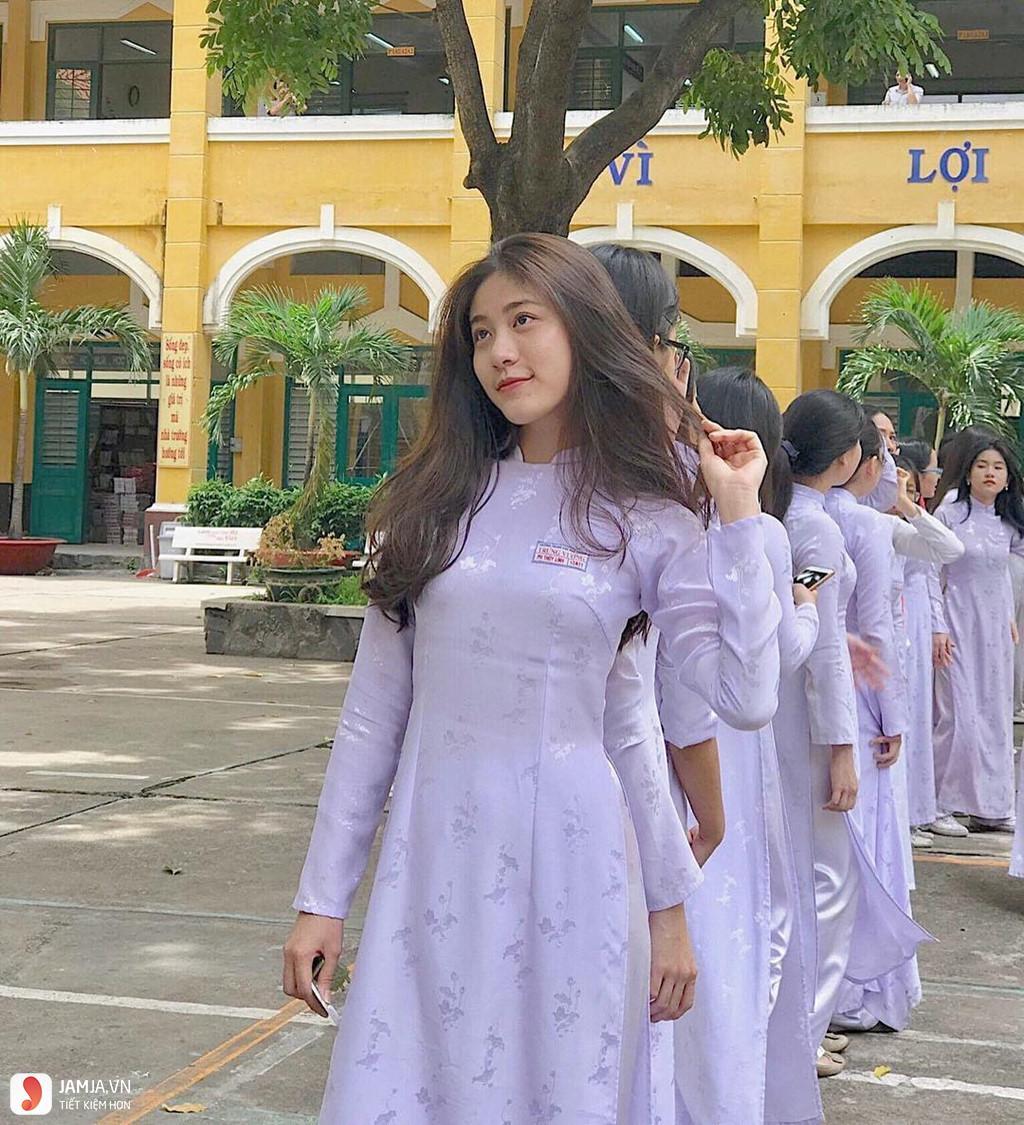 Nữ sinh Hà Nam diện áo dài trắng tinh khôi gieo thương nhớ