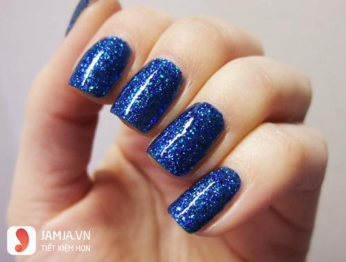 Các loại sơn móng tay màu xanh lam nhũ