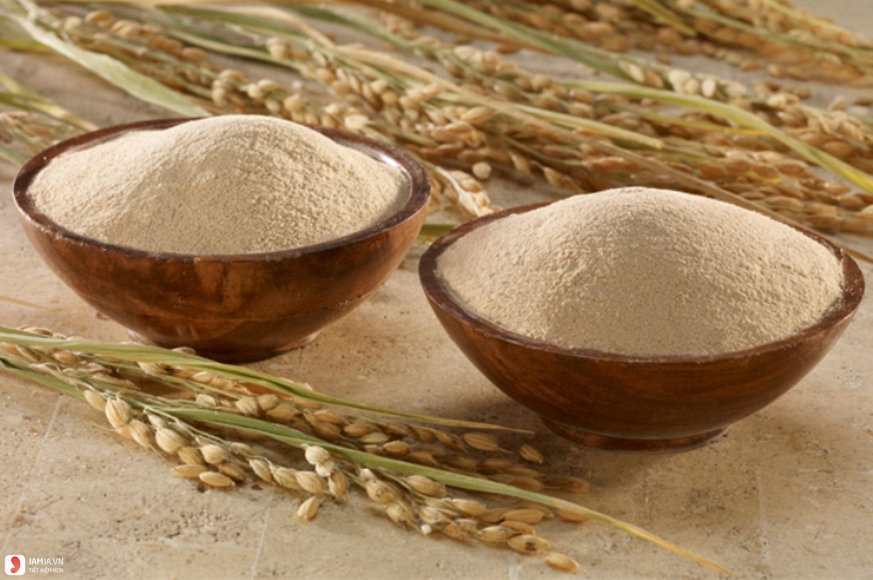 Kết quả hình ảnh cho Sử dụng cám gạo để thay thế sữa rửa mặt.