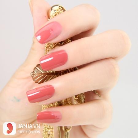 Sơn móng tay màu hồng bóng