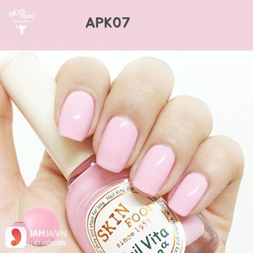 Sơn móng tay màu hồng phấn