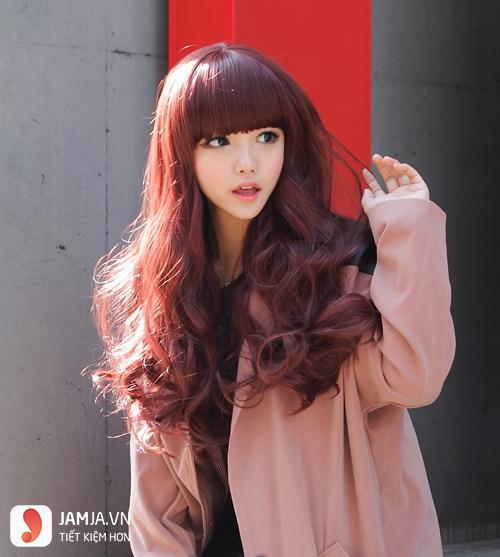 tóc màu nâu đỏ làm sáng da