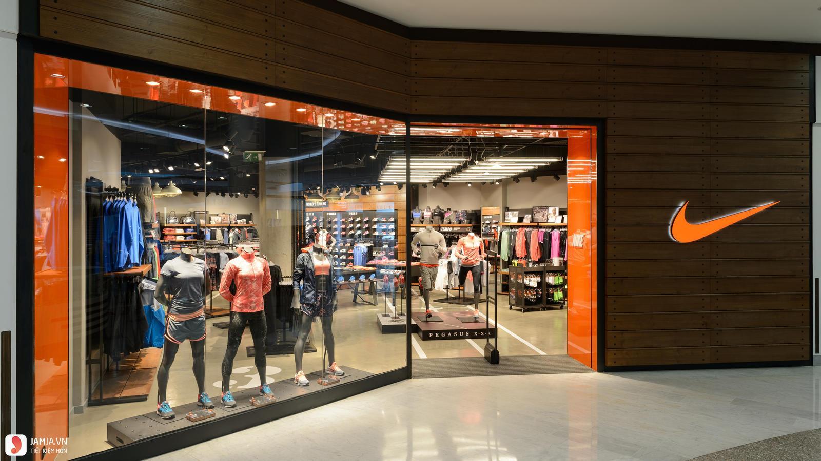 Nike Store 2