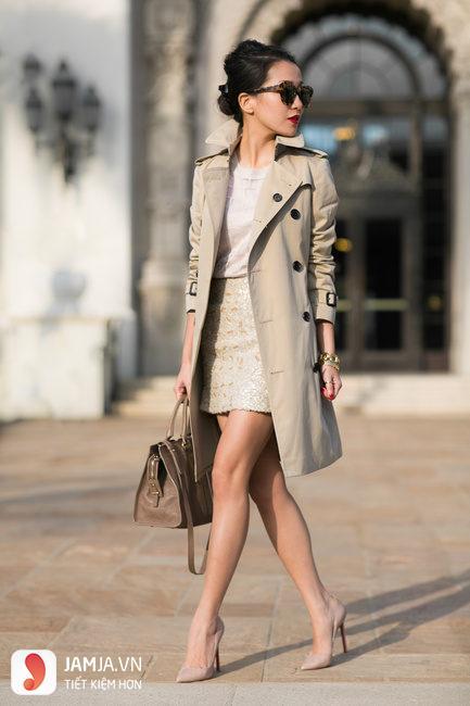 những mẫu áo măng tô nữ burberry thời trang
