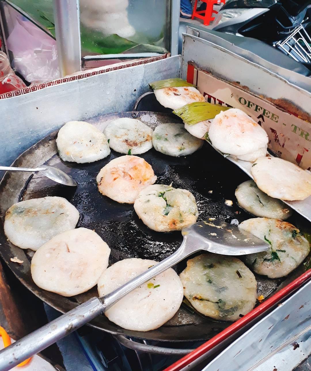 Top 10 quán ăn vặt ở Sài Gòn siêu ngon phải thử một lần (Bánh hẹ Lê Quang Sung)