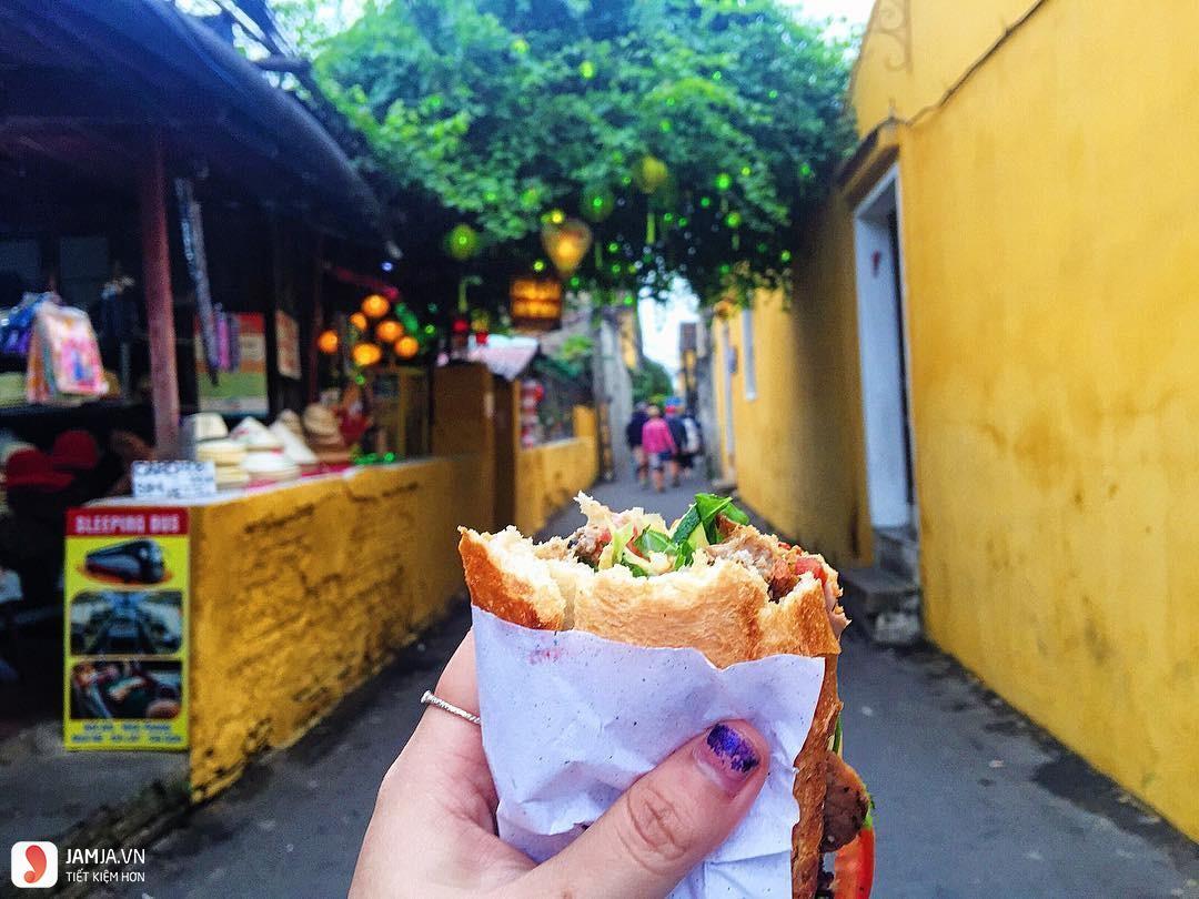 Bánh mì Madame Khánh