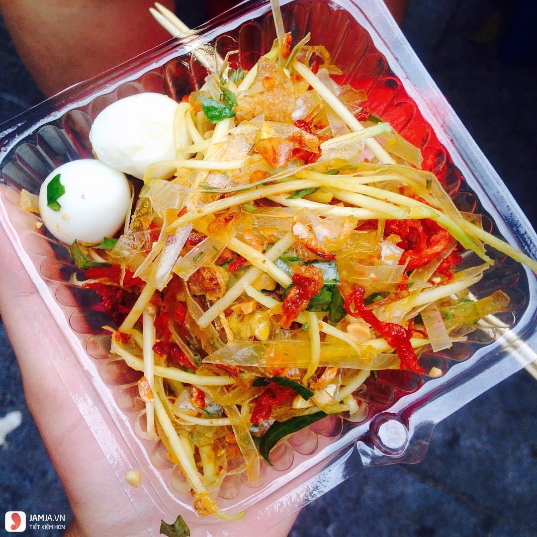 Bánh tráng trộn - món ăn vặt đặc trưng Sài Gòn