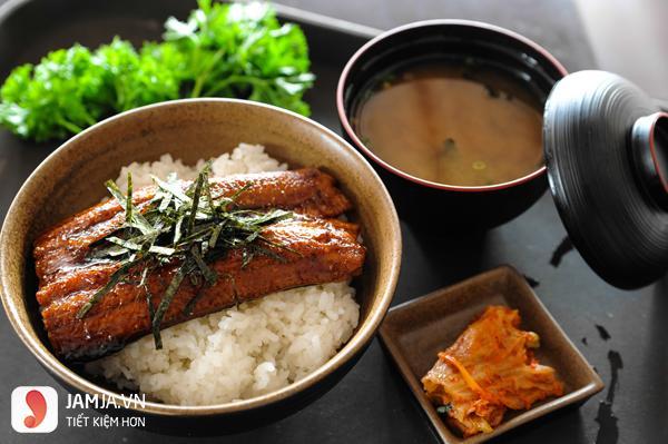 Cách chế biến cơm lươn kiểu Nhật 1