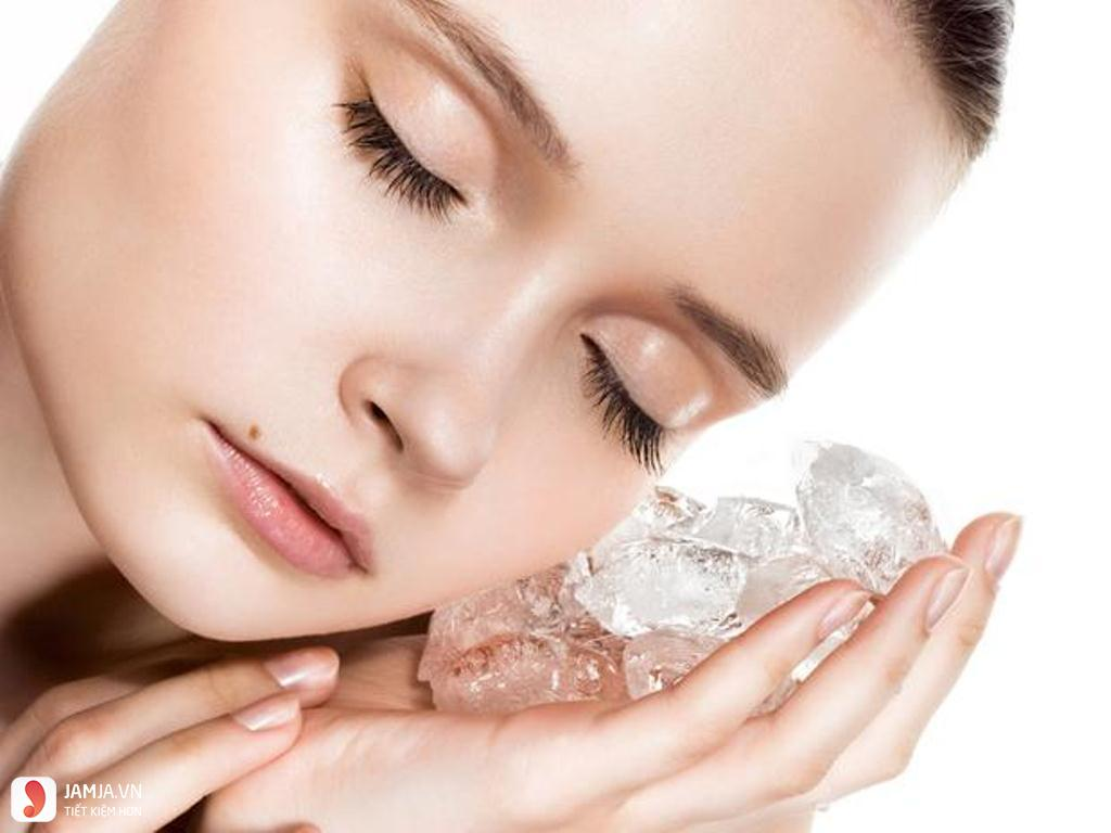 Chườm đá giúp mụn giảm sưng đỏ
