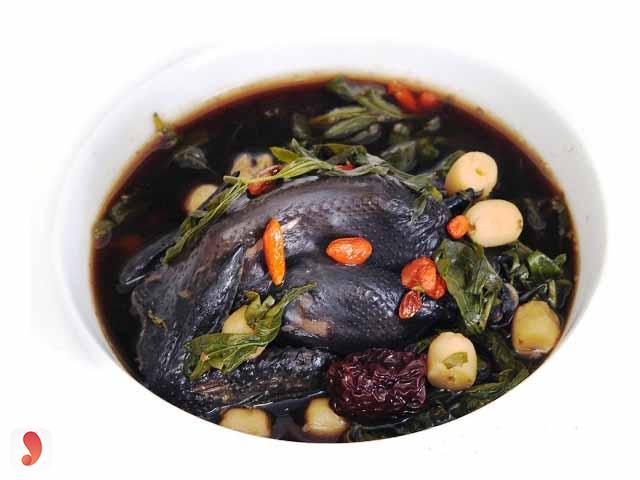 Cách nấu gà ác hầm hạt sen - 1