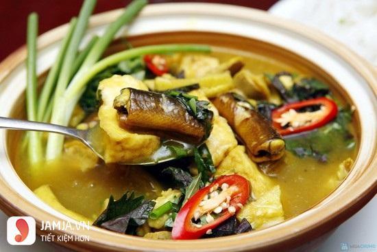 Lươn om chuối nghệ miền Trung