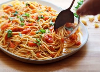 cách làm mì xào sốt cà chua