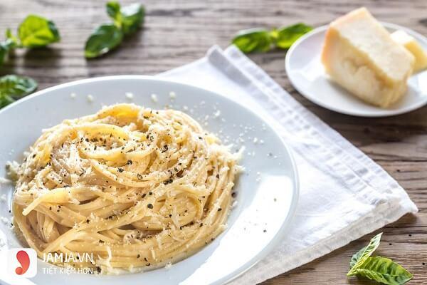 Cách làm mỳ Ý phô mai 2