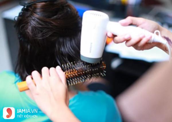 Cách làm tóc bấm xù tại nhà 2