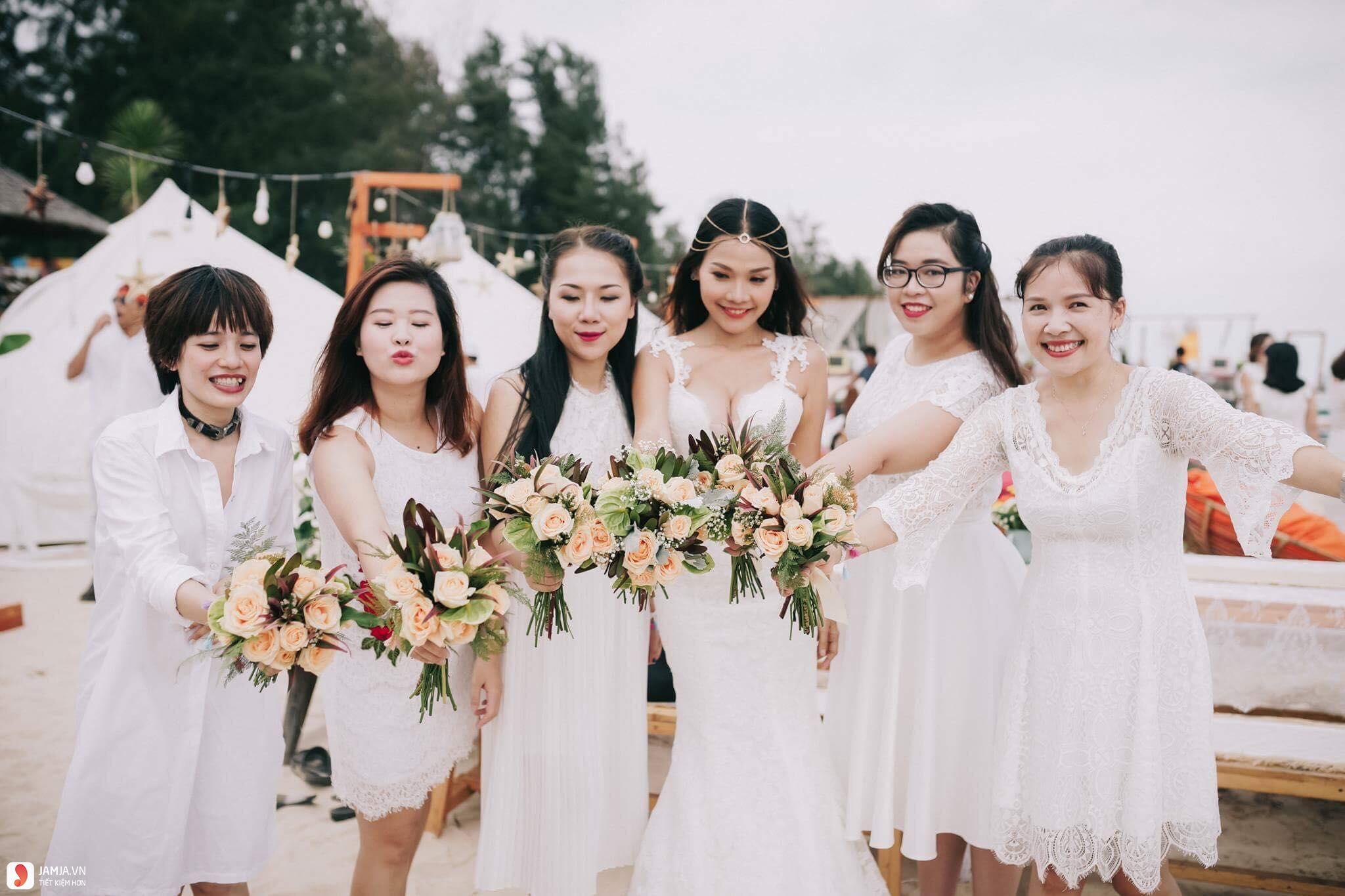 Đám cưới tổ chức trên bãi biển