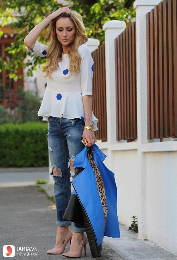 Cách phối đồ với quần jean nữ và áo peplum