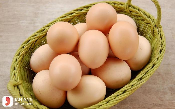 đắp mặt nạ lòng đỏ trứng gà 1