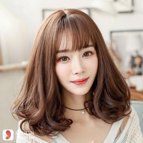 Kiểu tóc xoăn ngắn ngang vai 3