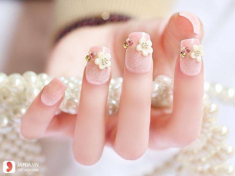 mẫu nail đính đá đơn giản mà đẹp 1