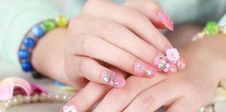 mẫu nail đính đá đơn giản mà đẹp
