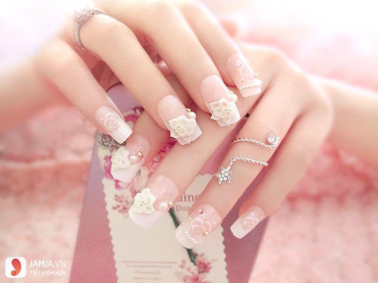 nail đính đá đơn giản dễ thương2