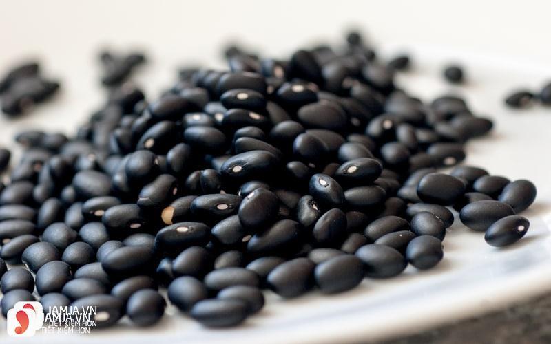Tại sao nên giảm cân bằng nước đậu đen rang? 1