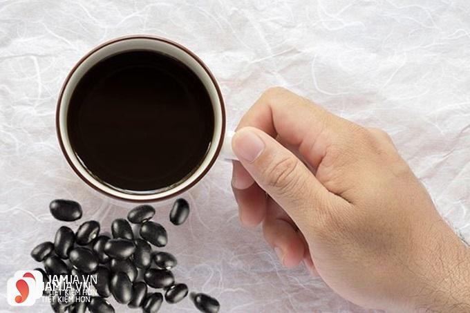 Tại sao nên giảm cân bằng nước đậu đen rang?