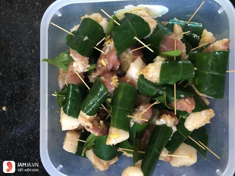 Thịt xiên rán lá móc mật - 2