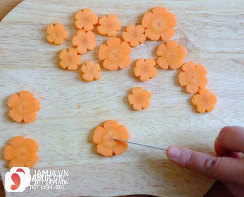 Tỉa hoa cà rốt
