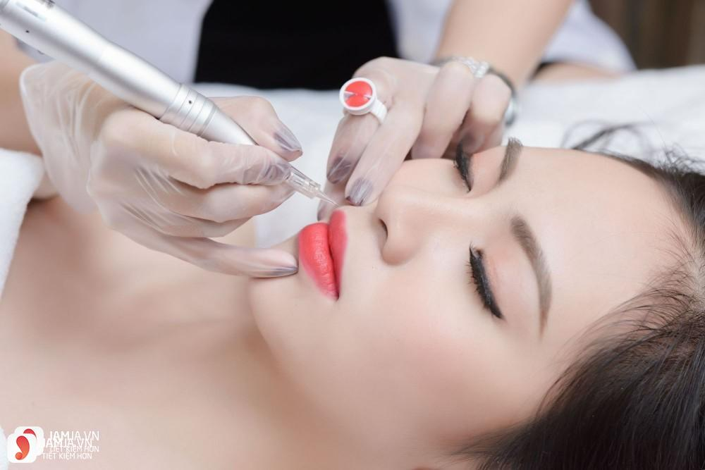 Phun xăm môi bao lâu thì lên màu đẹp?
