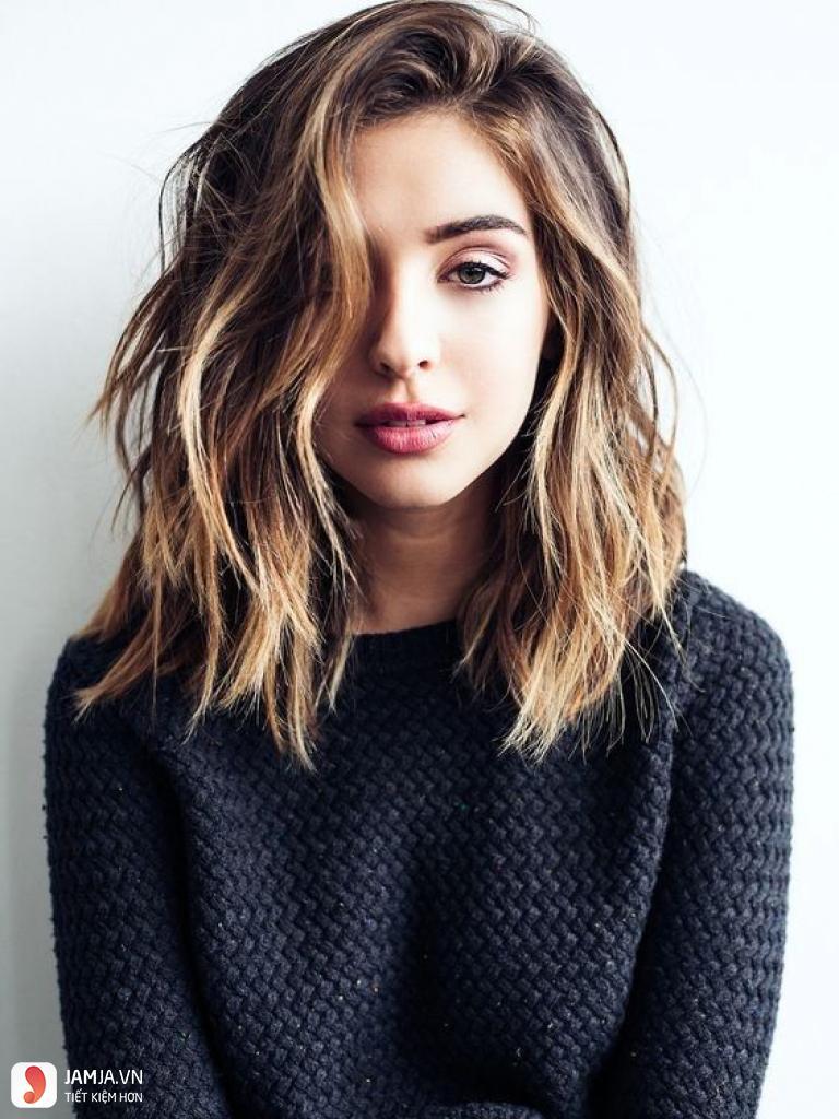 Tóc mái xéo để dài