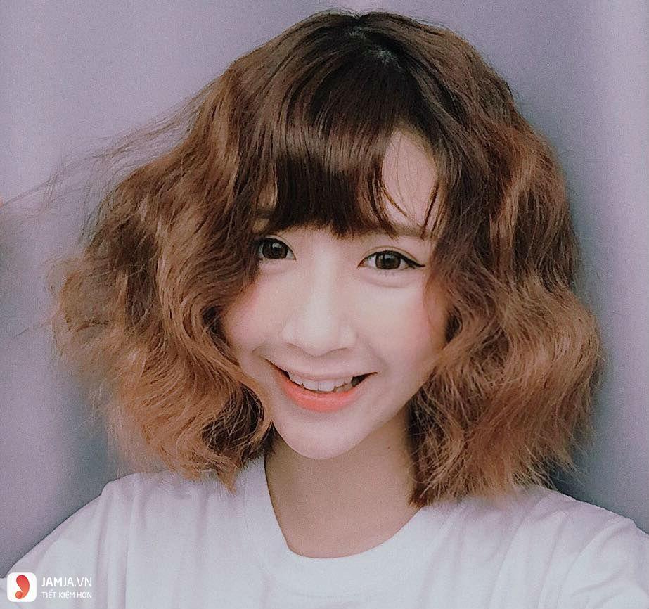 tóc ngắn xoăn sóng nước