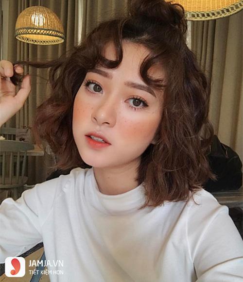 uốn xù đũa với cô nàng tóc ngắn 1