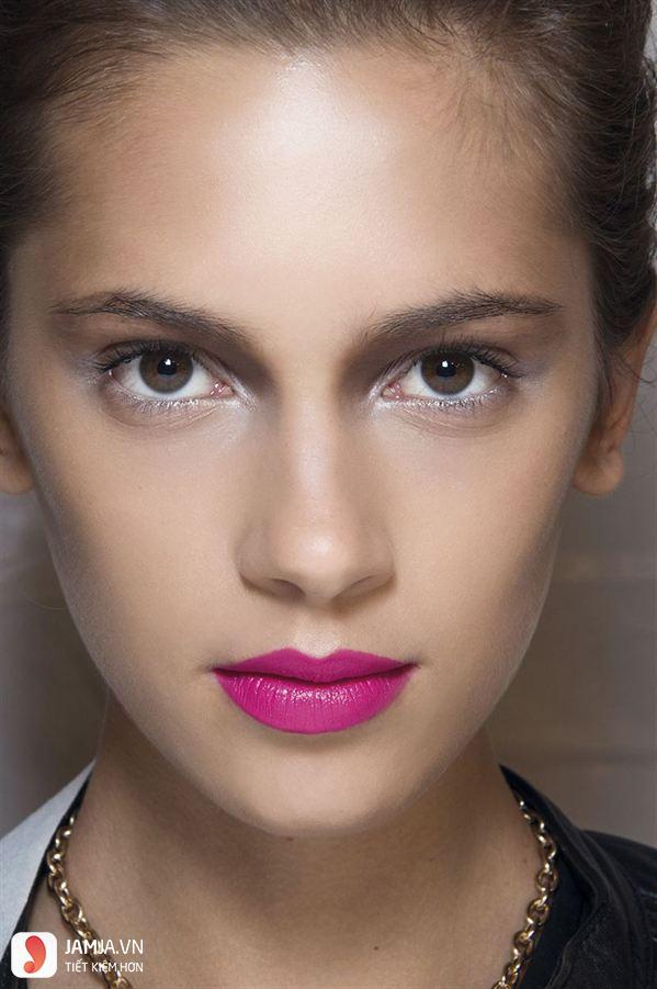 Màu hồng tím phù hợp với tông da nào 1