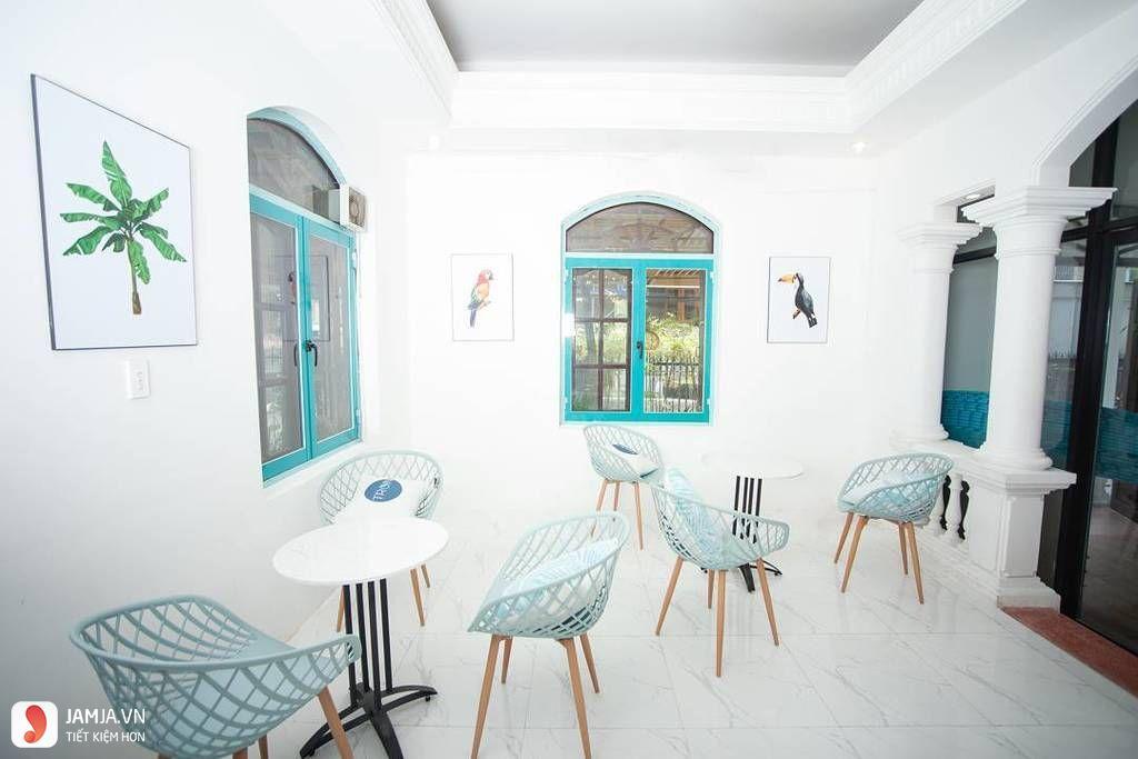 Tròn Bistro với tông màu xanh, quán cafe view đẹp ở sài gòn
