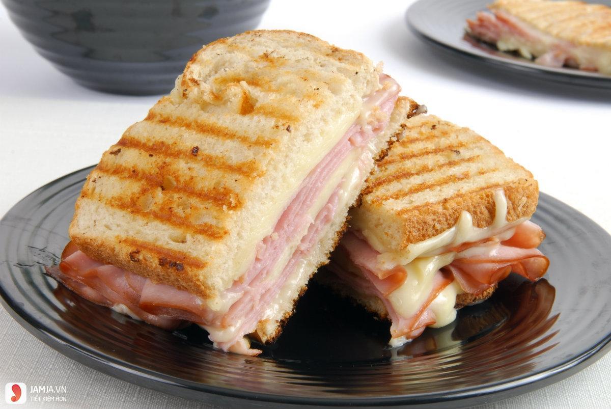 Bánh mì sandwich kẹp giăm bông phô mai: