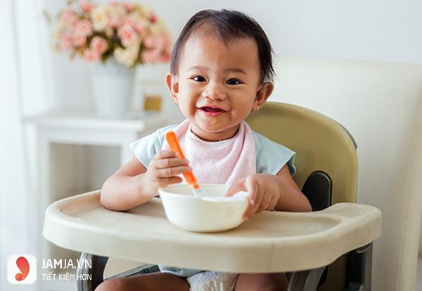Nên cho trẻ ăn váng sữa lúc nào trong ngày 3