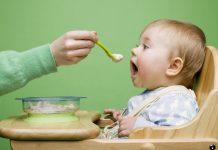 bé mấy tháng ăn được váng sữa 1