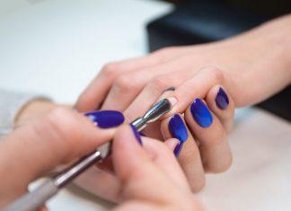 Cách gắn móng tay giả