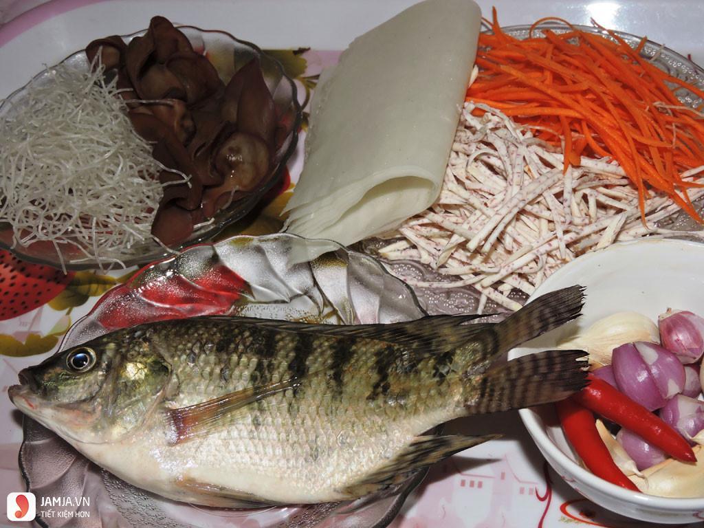 Cách nấu cá rô phi kho nghệ 1