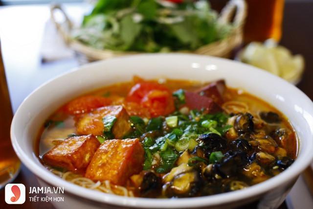 Món bún ốc bà Lương ở Khương Thượng 2