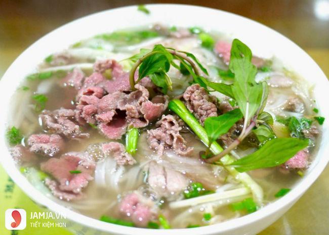 Món phở Hà Nội ở Hoàng Văn Thái 2