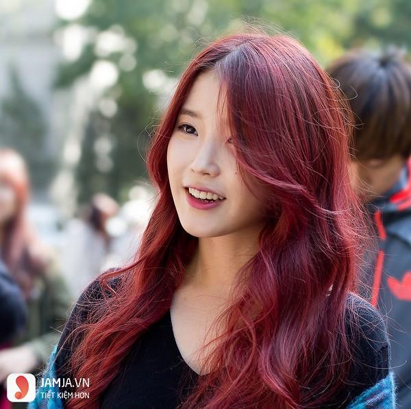 Nhuộm tóc màu nâu đỏ ánh tím