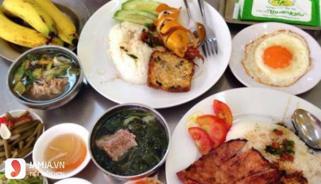 Quán cơm Tấm Thuận Kiều.