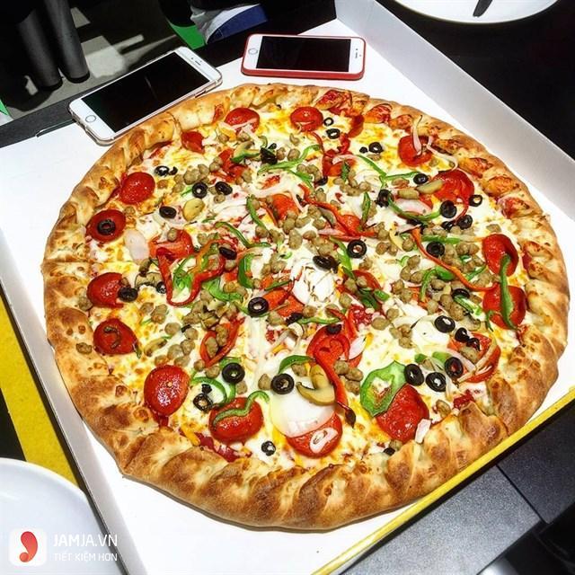 Quán Pizza tại E mart.