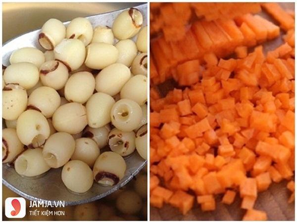 Cách nấu cháo trứng gà hạt sen cà rốt