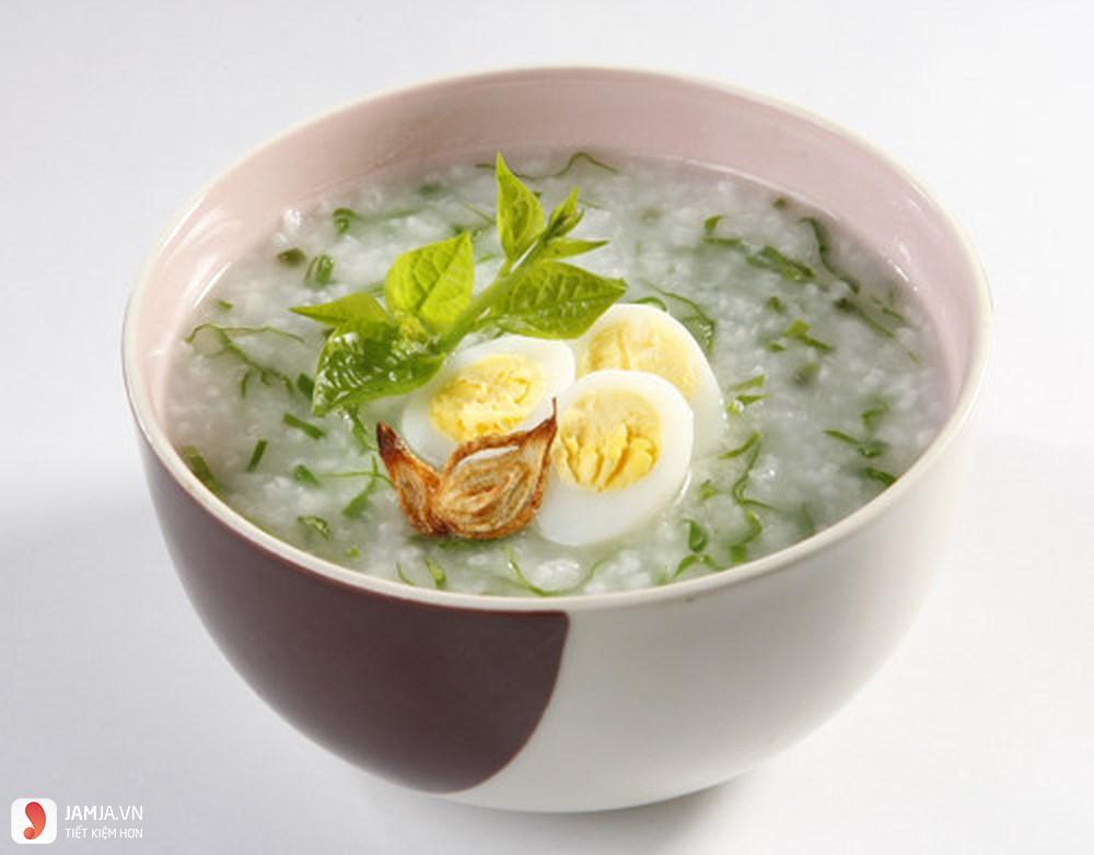 Cách nấu cháo trứng gà rau ngót