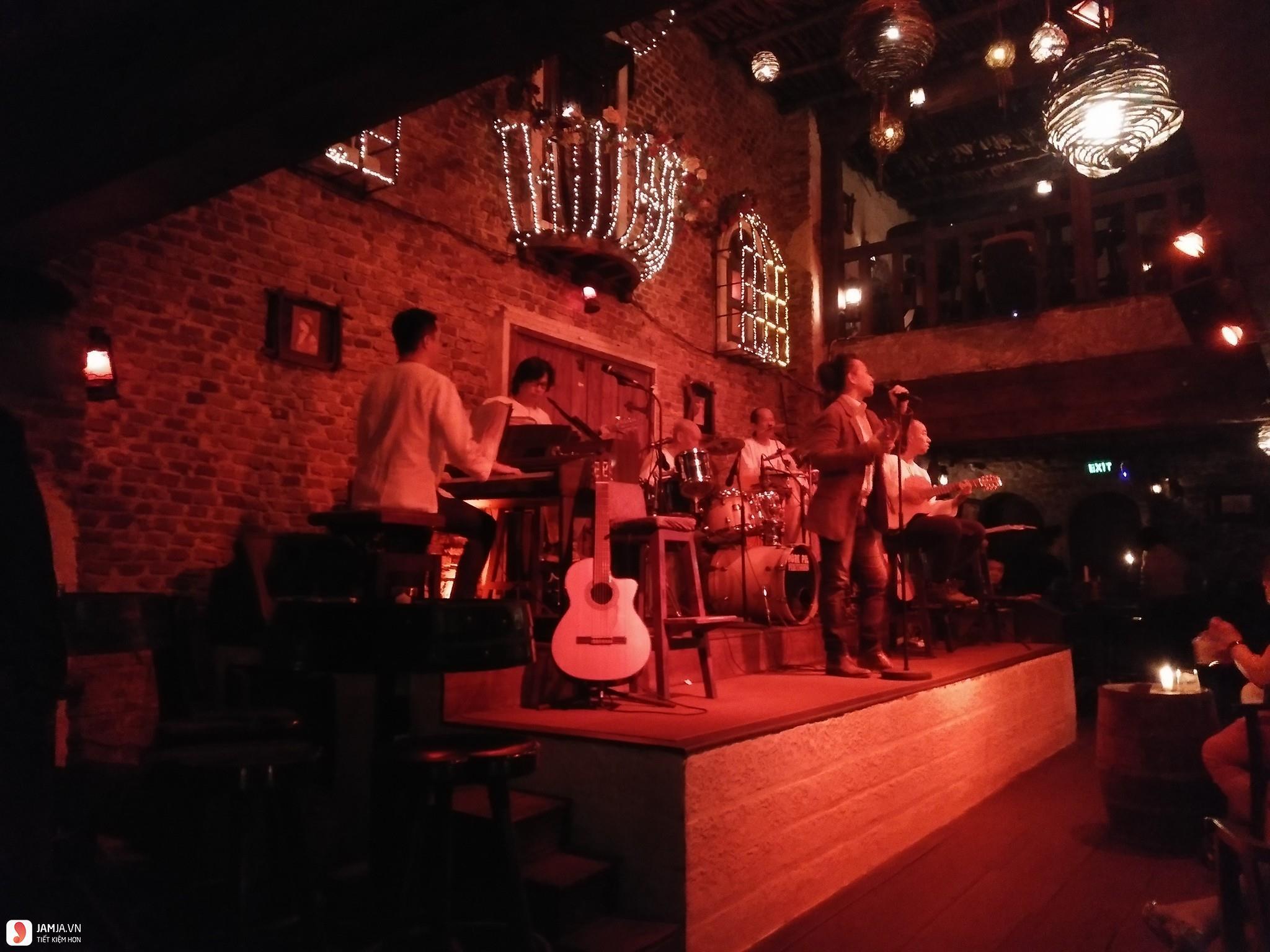 Carmen Bar ban nhạc